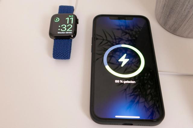 苹果iPhone12使用中突然亮度下降,无法调节显示怎么办?